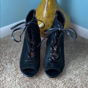 Sam Edelman Size 7 Yvie Black Lace Up Heels